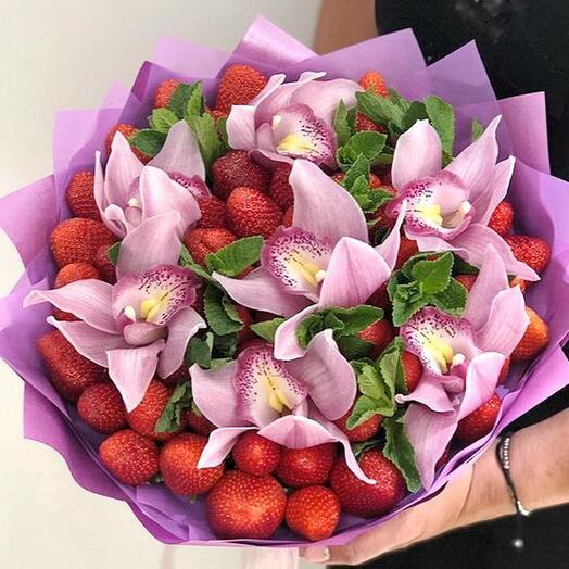 Клубника и орхидеи