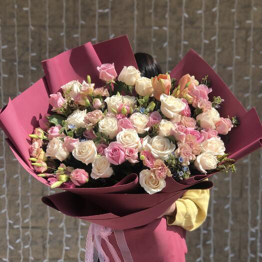 Сборный букет из роз и эустомы