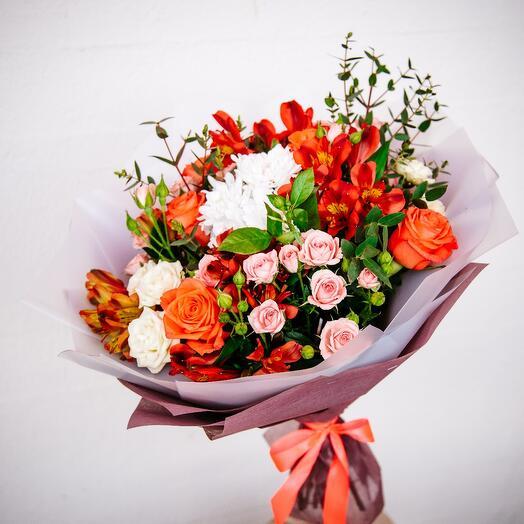 Букет Роз, Кустовых Хризантем и Альстромерии