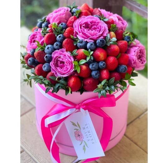Коробочка с ягодами