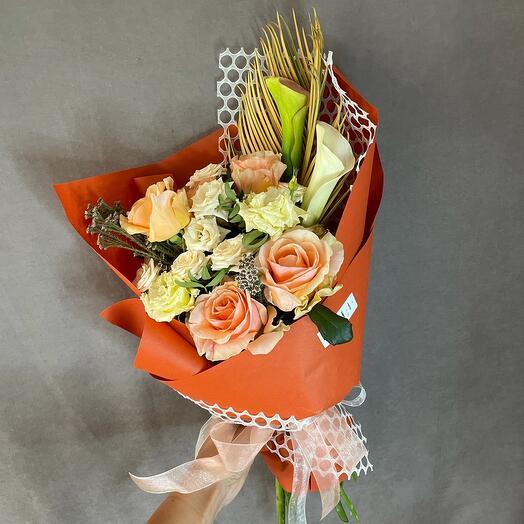 Букет с розами и каллами