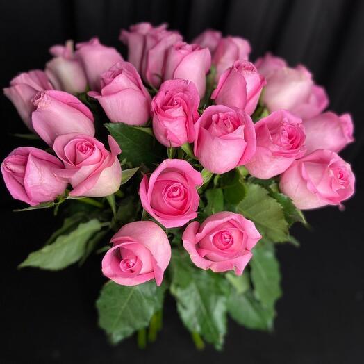 25 розовых роз букетик