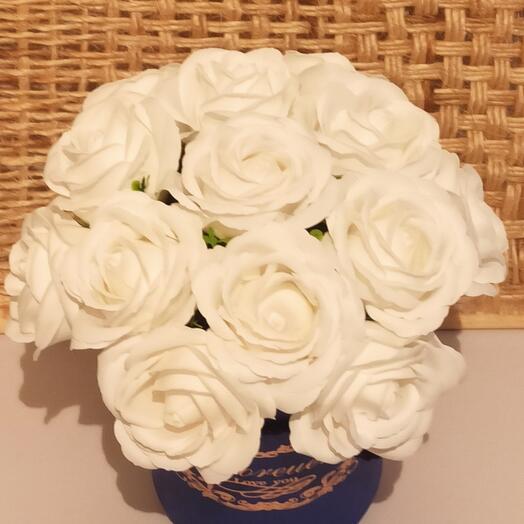 13 белых роз из вспененного мыла