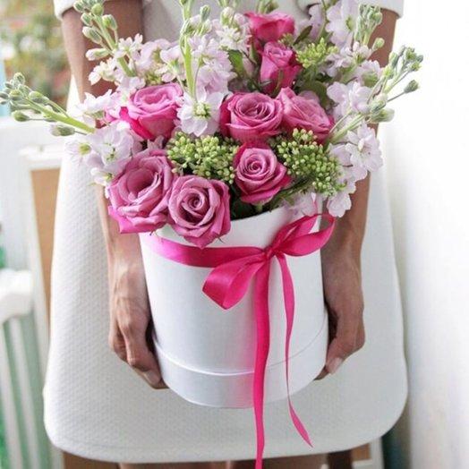 Букет из 9 роз в шляпной коробке: букеты цветов на заказ Flowwow