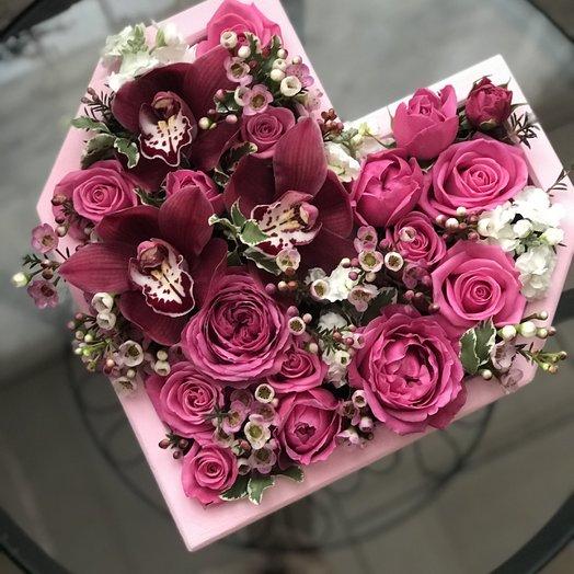 Букет «Цветочно сердце» на флористической губке
