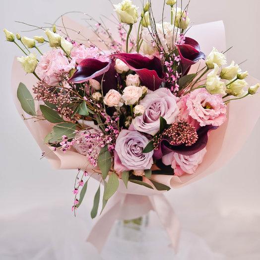 Пушистый букет с каллами: букеты цветов на заказ Flowwow