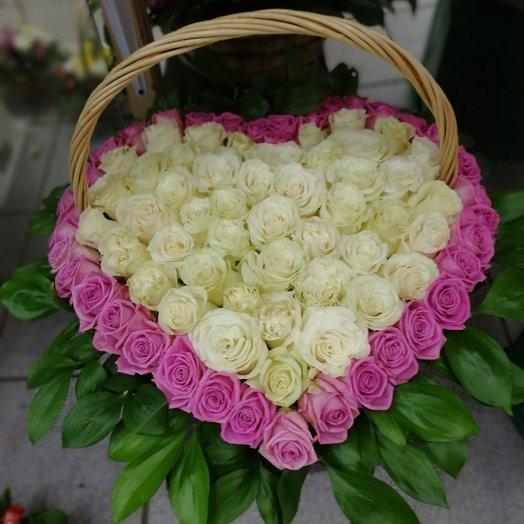 Букет из 101 розы в корзине в виде сердце