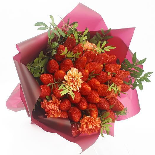 Клубничное удовольствие: букеты цветов на заказ Flowwow