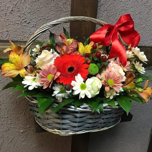 Пестрая корзина: букеты цветов на заказ Flowwow