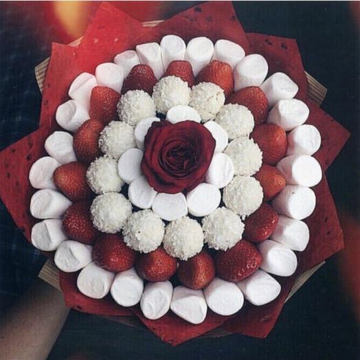 Клубничный букетик «Мираж»: букеты цветов на заказ Flowwow