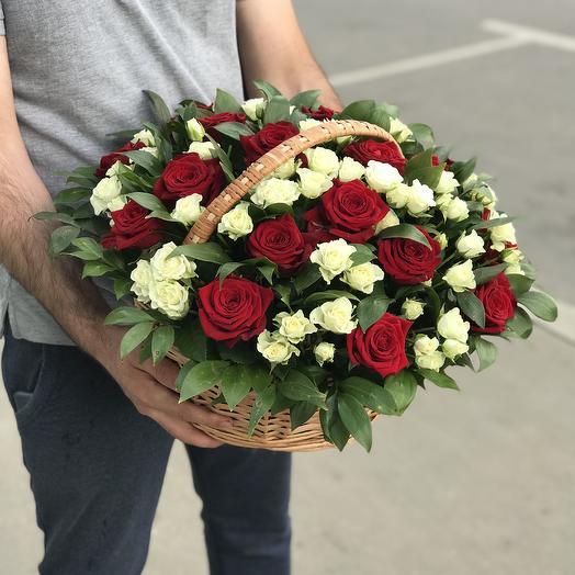 Розы микс в корзине: букеты цветов на заказ Flowwow