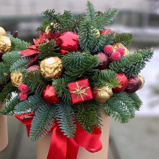 Коробка с елью: букеты цветов на заказ Flowwow