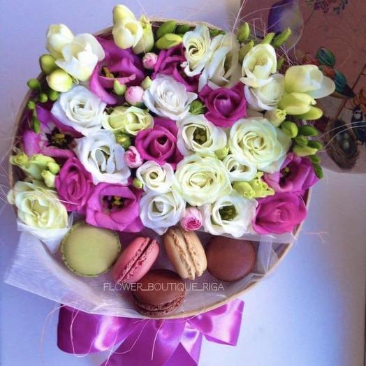 Flower box with macaroons: flowers to order Flowwow
