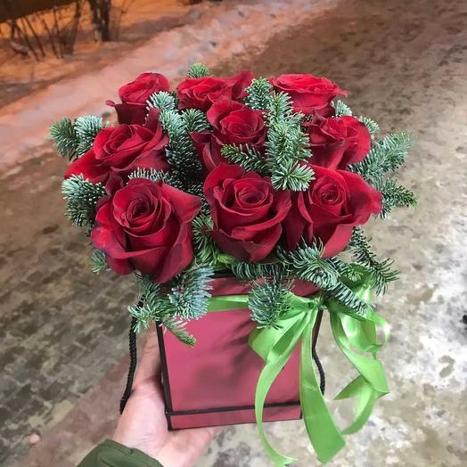 Коробочка зимних роз: букеты цветов на заказ Flowwow