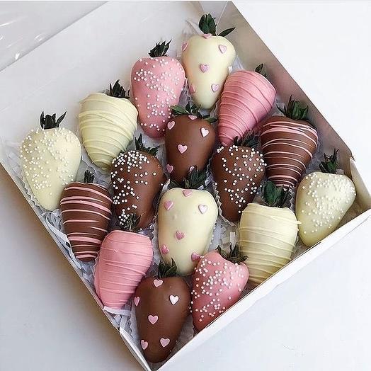 16 клубник в шоколаде: букеты цветов на заказ Flowwow