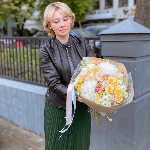 Солнечный Букет с 3 видами роз, хризантемами  и ароматной маттиолой