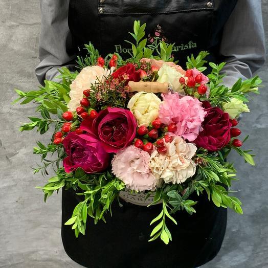 Ящичек деревянный с розами и лизиантусом: букеты цветов на заказ Flowwow