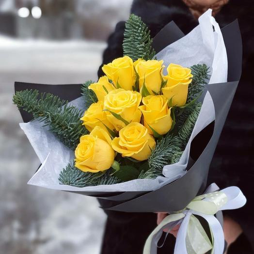 Яркий букет из жёлтых роз и нобилиса