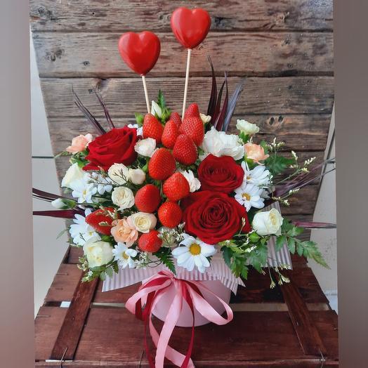 """Коробка с цветами и клубникой """"Счастье мое"""""""