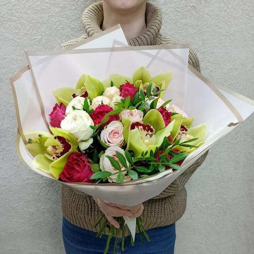Букет с орхидеями, розами Эквадор и ассорти цветов