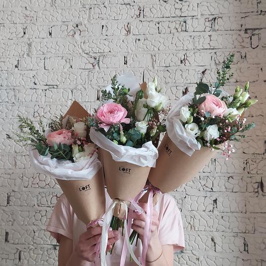 Кулёк с весенними цветами