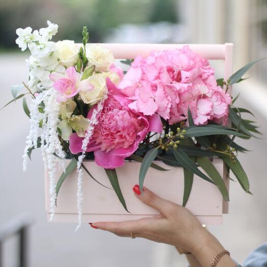 Цветочный ящик с пионами и гортензией