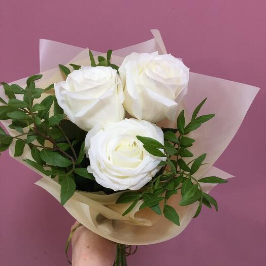 Три белые розы