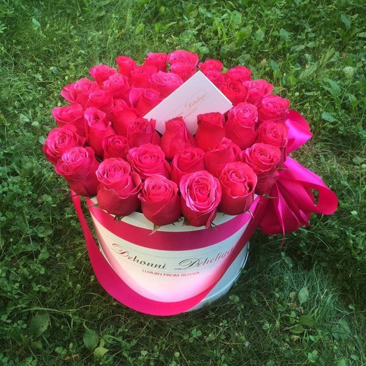 Голландские малиновые розы в белой коробке 41-45 шт (Крупные Бутоны)