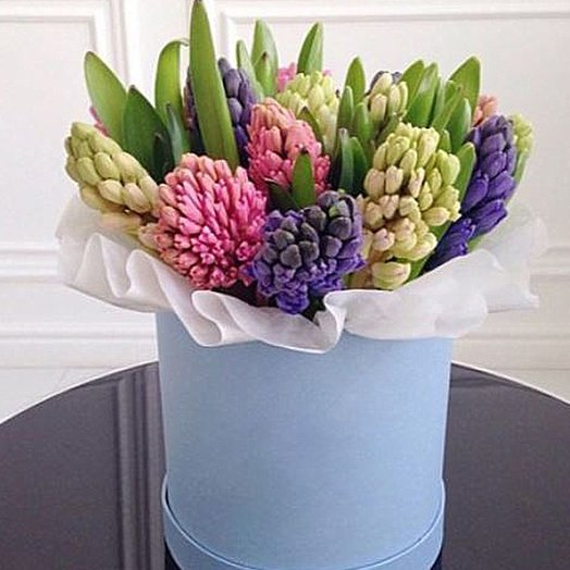 Гиацинты в шляпной коробке: букеты цветов на заказ Flowwow