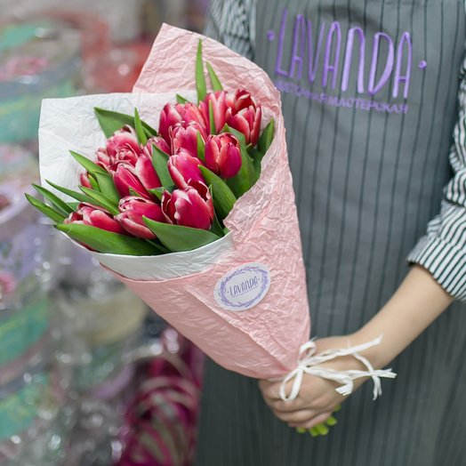 15 красных тюльпанов: букеты цветов на заказ Flowwow