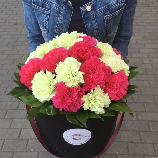 Коробочка из Гвоздик: букеты цветов на заказ Flowwow