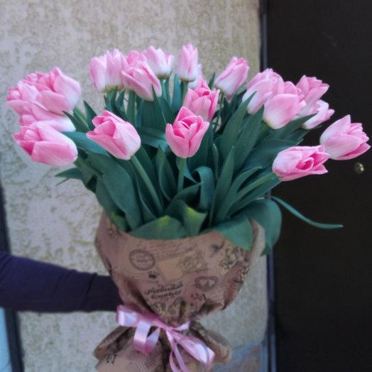 Букет из 25-ти тюльпанов: букеты цветов на заказ Flowwow