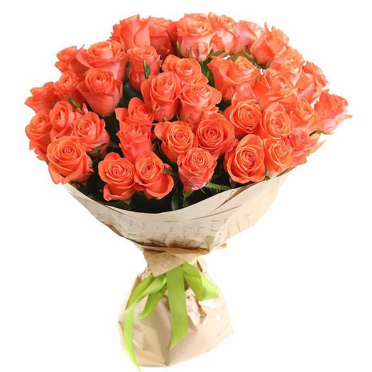Букет из 51 оранжевой розы в крафте: букеты цветов на заказ Flowwow
