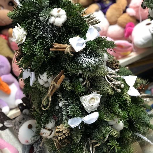 Новогодняя ель: букеты цветов на заказ Flowwow