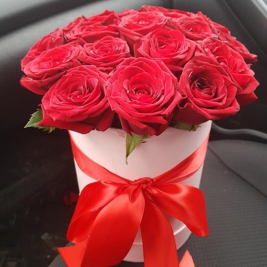 Коробка с розами. 19 красных роз: букеты цветов на заказ Flowwow
