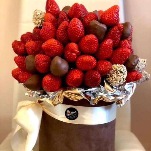 Клубника в шоколаде в бархатной коробке: букеты цветов на заказ Flowwow