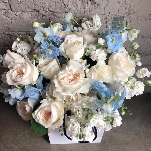 Розы Девида Остина и Дельфиниум: букеты цветов на заказ Flowwow
