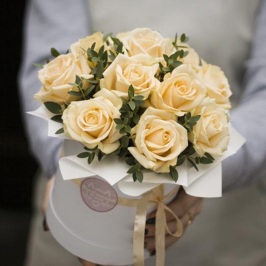 Комплимент в коробка: персиковый: букеты цветов на заказ Flowwow
