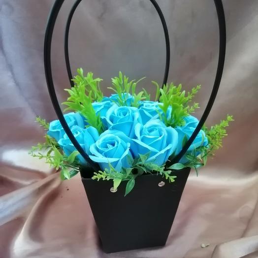 Мыльные розы в крафтовой сумочке: букеты цветов на заказ Flowwow