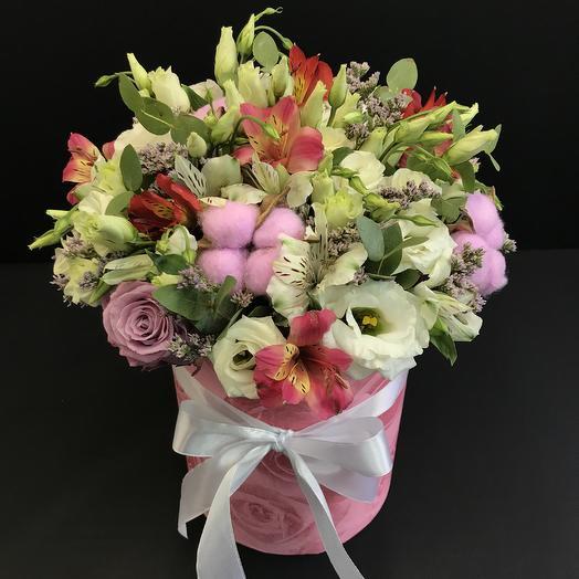 Цветы микс в стильной коробке: букеты цветов на заказ Flowwow