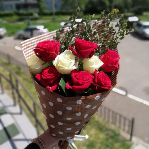 Букет бело-красных роз: букеты цветов на заказ Flowwow