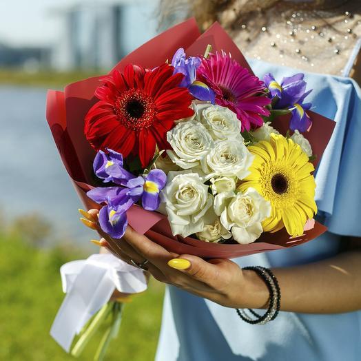 """Букет из """"Гербер, белых кустовых роз и ирисов"""": букеты цветов на заказ Flowwow"""