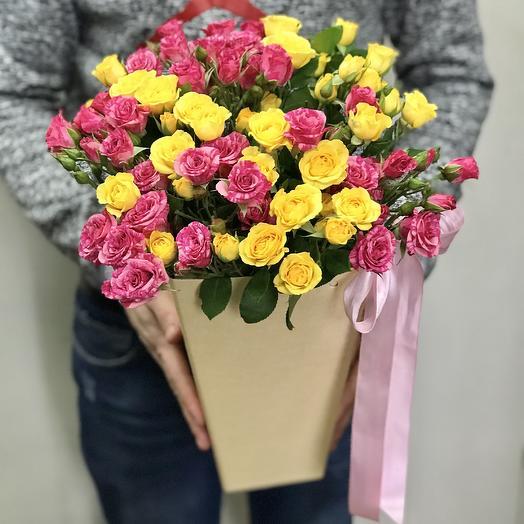 Кустовые розы микс в конусе: букеты цветов на заказ Flowwow