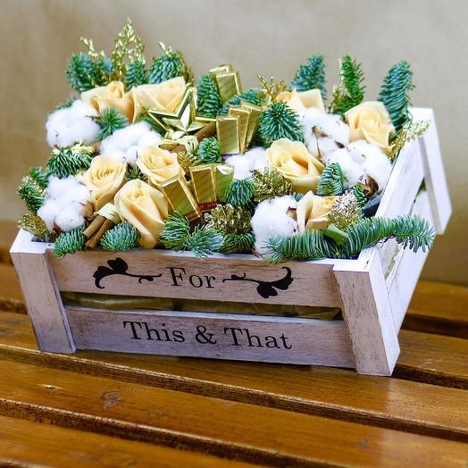 Новогодняя композиция в ящичке: букеты цветов на заказ Flowwow