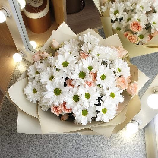 Букет из хризантем и кустовых роз L