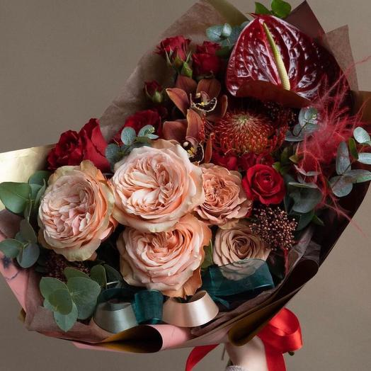 Красивый букет с пионовидными розами-«Амур»