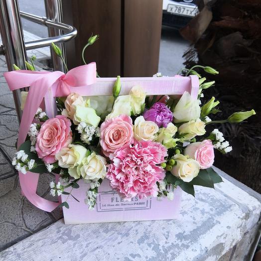 Ящик из нежных цветов