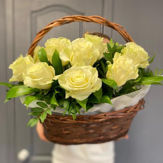 Корзина с пышными розами Эквадора