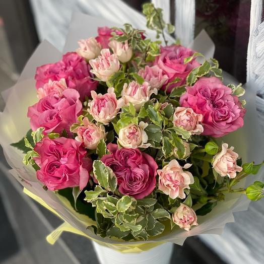 Bouquet mix of peony single-headed rose and peony spray rose