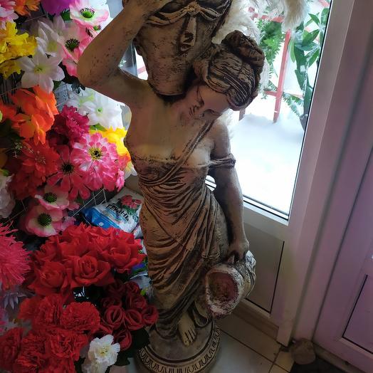 Девушка с вазами в сад
